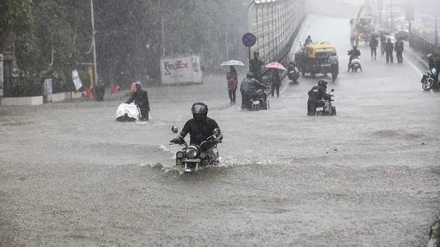 Hindistan felaketi yaşıyor ! Ölü sayısı 282'ye yükseldi