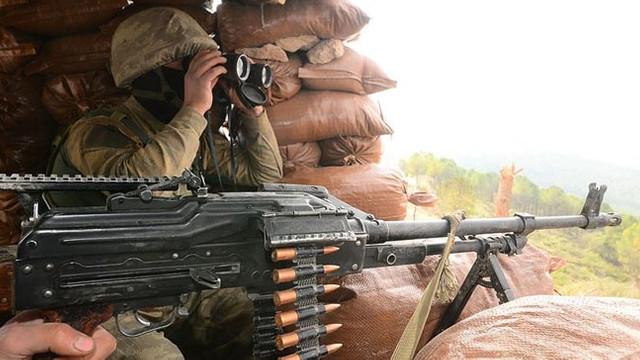 Hakkari'de üs bölgesine saldıran teröristler bozguna uğradı