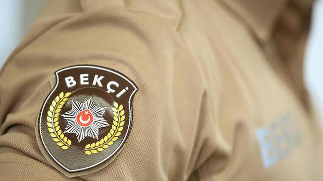 Polis sahte bekçiyi yakaladı