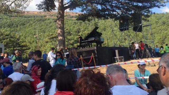 Fazıl Say Kaz Dağları için sahnede