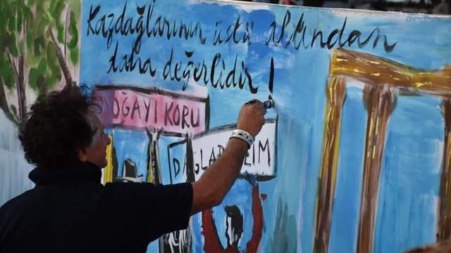 Bedri Baykam çocuklarla Kaz Dağları'nın resmini yaptı