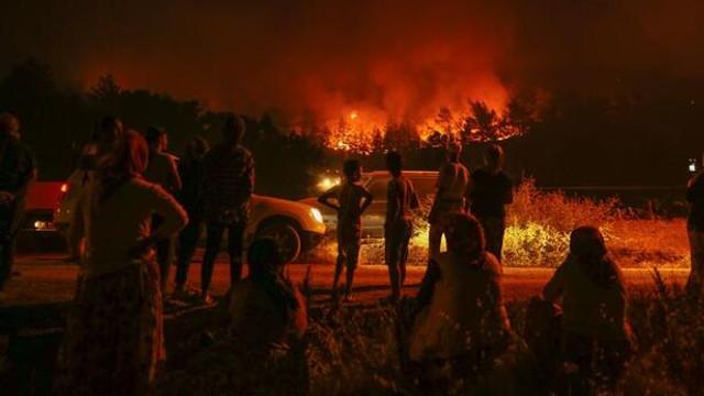 İzmir'deki yangında son durum: 2 mahalleye yaklaştı !