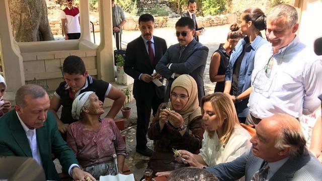 Sabah yazarından dikkat çeken Emine Erdoğan ayrıntısı