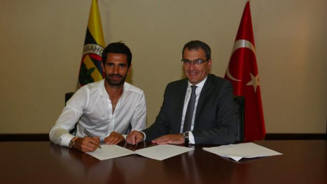 Alper Potuk Fenerbahçe ile yeni sözleşme imzaladı