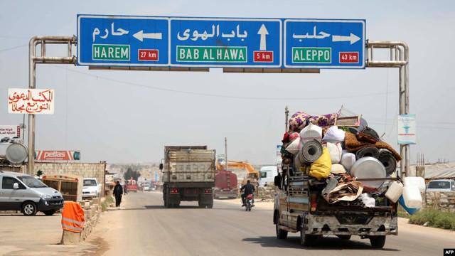 Binlerce Suriyeli İdlib'ten yola çıktı Türkiye'ye geliyor!