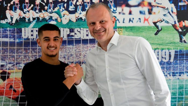 Schalke 04, Levent Mercan'ı profesyonel yaptı