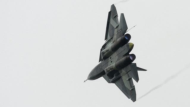 SU-57 savaş uçağının piste iniş görüntüleri olay oldu