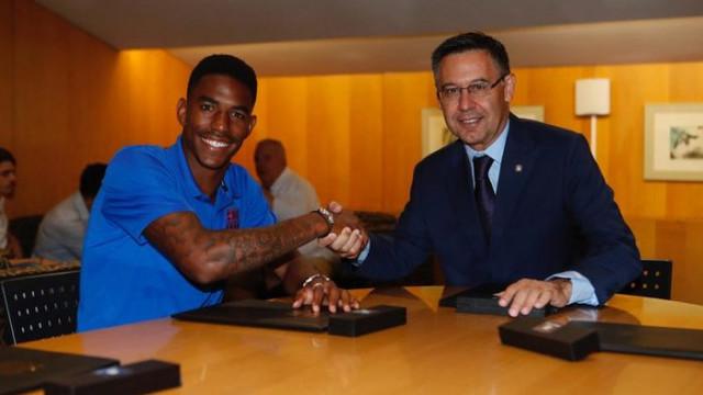 Barcelona, Real Betis'ten Junior Firpo'yu transfer etti