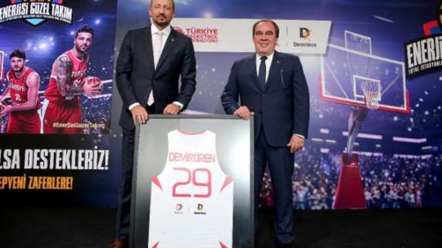 Türkiye Basketbol Milli Takımları'nın yeni ana sponsoru Total oldu