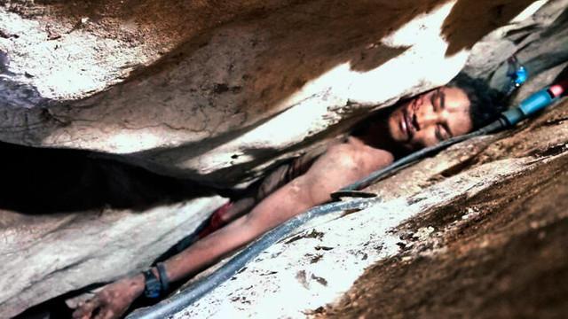 Mağarada sıkıştı günler sorna kurtarıldı