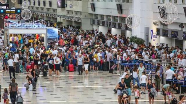 Antalya'da rekor ! Milyonlarca kişi akın etti...
