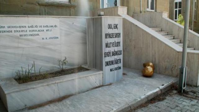 Yerde bulunan Atatürk büstüne soruşturma