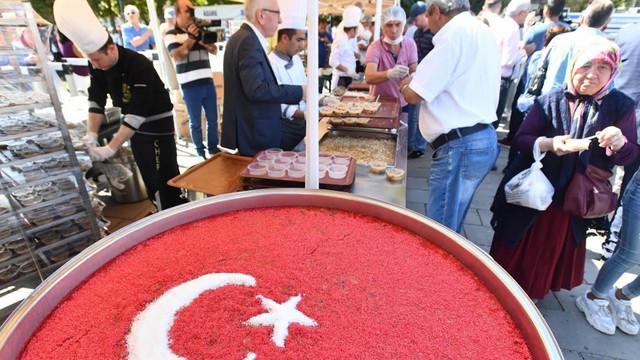 Ankara Büyükşehir Belediyesi'nden Aşure ikramı