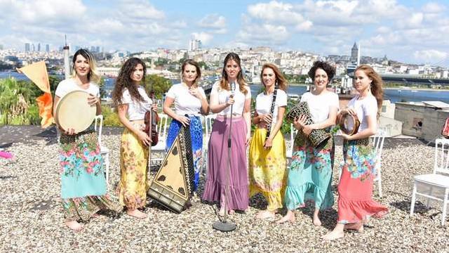 İstanbul Girls Orchestra Hünkar için çatıya çıktı