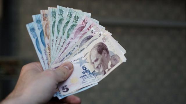 Türkiye'de her 10 kişiden 7'si borçlu çıktı