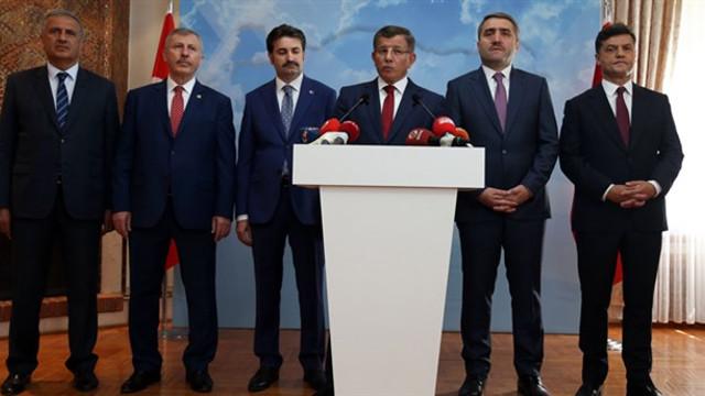 Davutoğlu Meclis'te grup kuracak mı ?