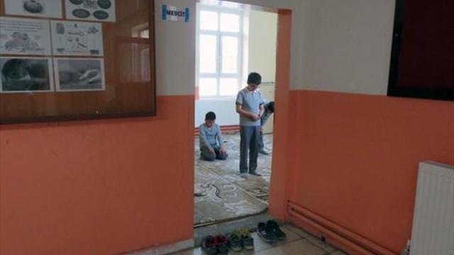 Okullarda ders saatine cuma namazı ayarı