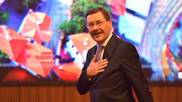 Gökçek CHP'yi eleştirmek isterken AK Parti'yi vurdu