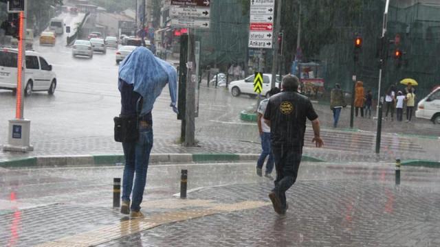 Meteoroloji'den bir uyarı daha: Sağanak yağış geri geliyor!