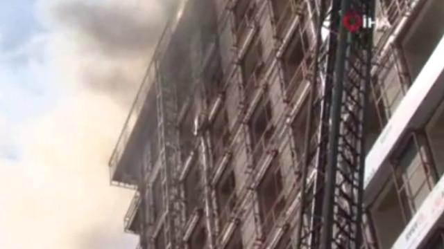 İstanbul'da otel inşaatında yangın