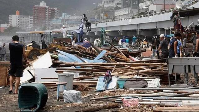 Japonya'da tayfun alarmı: 270 uçuş iptal edildi
