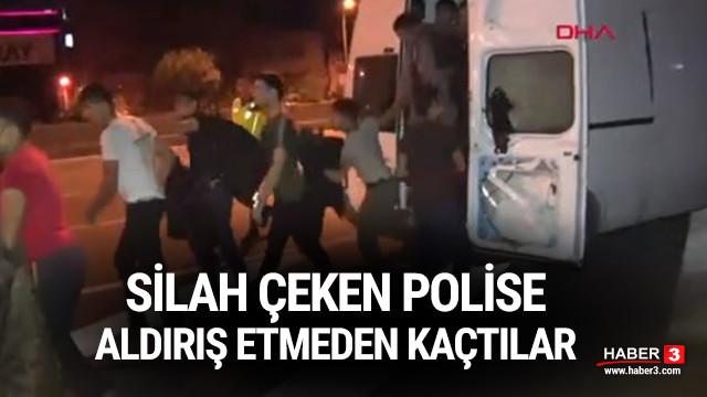 Silah çeken polislere aldırış etmeden kaçtılar !