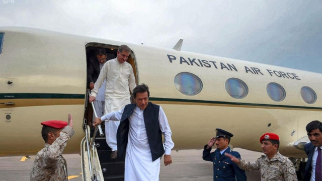 Pakistan Başbakanı'nın uçağı acil iniş yaptı