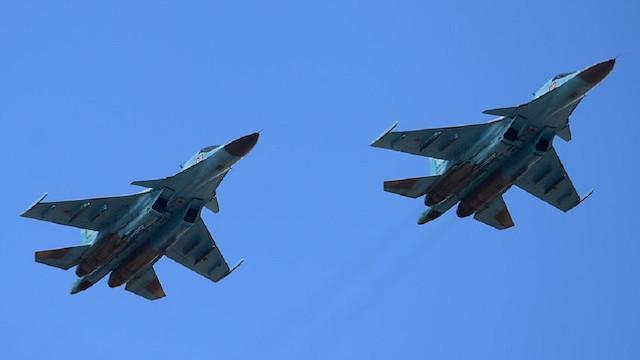 Rus SU-34 savaş uçakları havada çarpıştı