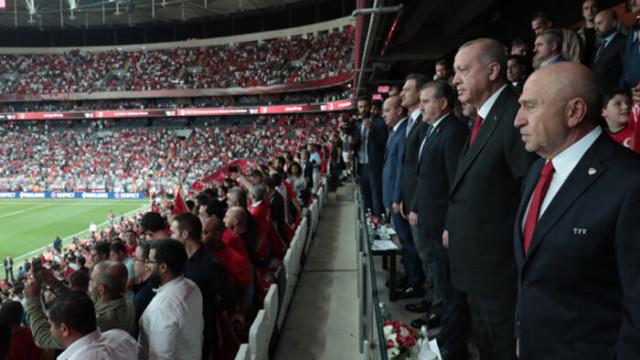 Cumhurbaşkanı Erdoğan'dan A Milli Futbol Takımı'na tebrik