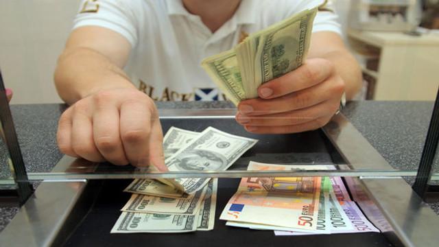 Faiz kararı haftasında dolar ve euro düşüşe geçti