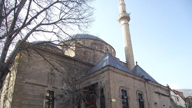 AK Partili meclis üyesi camiye el koydu !