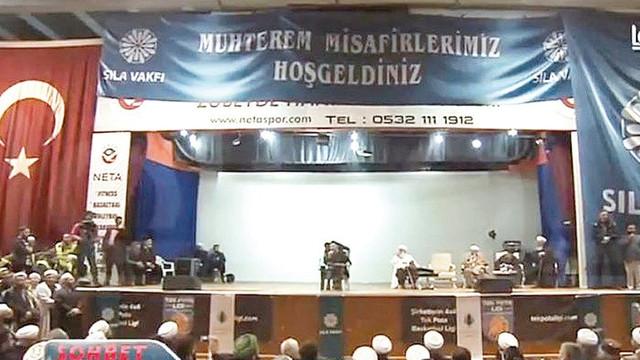 Atatürk posterinin üzeri kapatılmıştı... Soruşturma başlatıldı