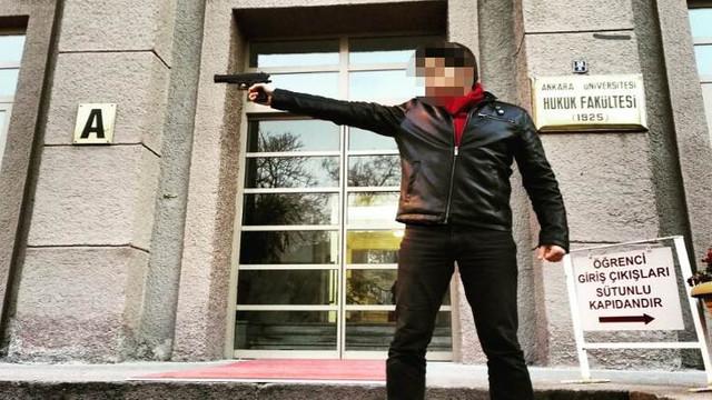 Silah doğrulttuğu okulda hocalık yapacak