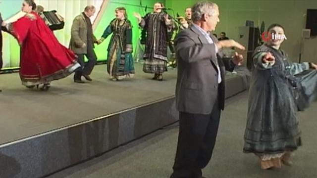 Putin ile Bush'un birlikte dansı olay oldu