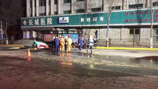 Otobüs yolcuları alırken, yol çöktü: 6 ölü, 15 yaralı