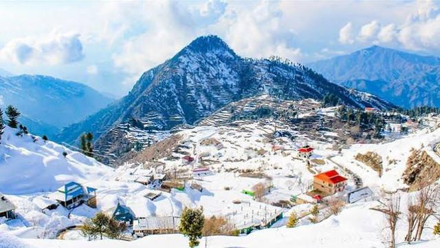 Pakistan'da kar ve sel felaketi: 83 ölü