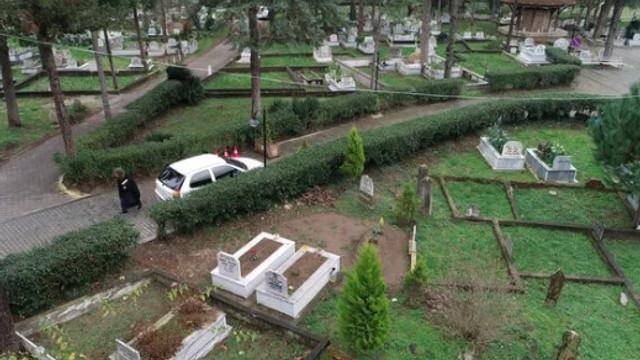 Buradaki mezarların her biri farklı yöne bakıyor