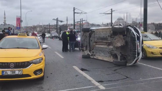 Galata Köprüsü'nde trafiği kilitleyen kaza