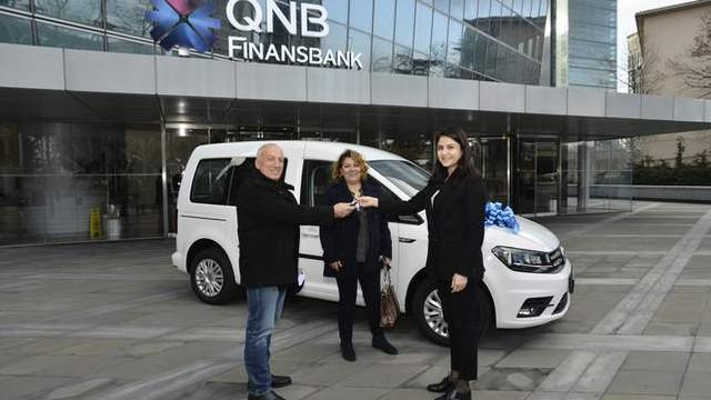 QNB Finansbank KOBİ müşterisine araba hediye etti