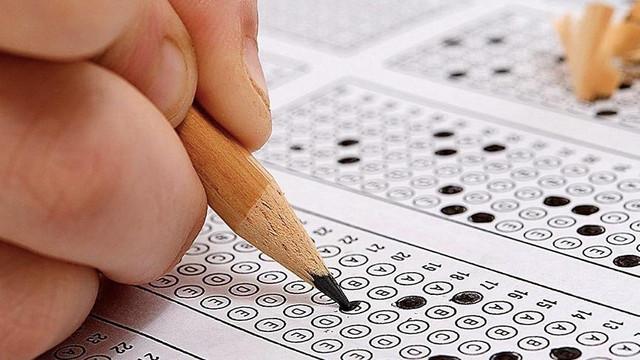 İÜ Açık Öğretim final sınavında 20 soru iptal edildi!