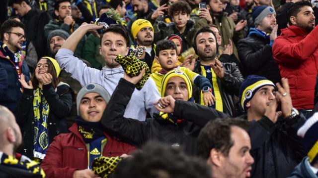 Fenerbahçeli taraftarlardan Elazığ'daki depremzedelere destek