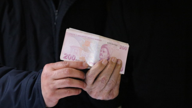 Depremzedeler için gönderilen ceketten 10 bin lira çıktı
