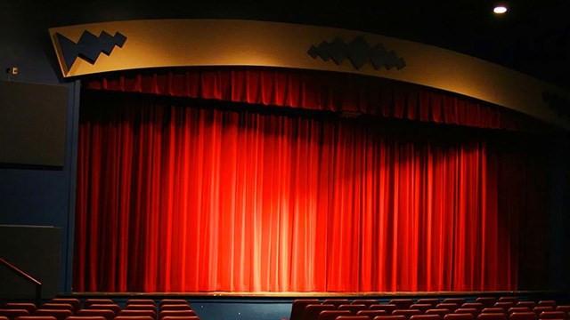 Devlet tiyatrolarında kıyım var! Perdeler açılamıyor...