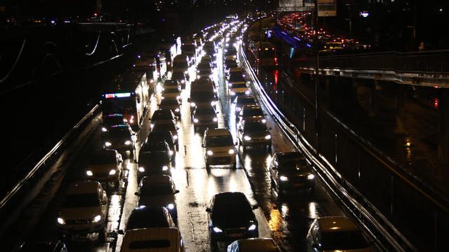 İstanbullular dikkat ! Trafik kilitlendi: Yoğunluk yüzde 80'e ulaştı