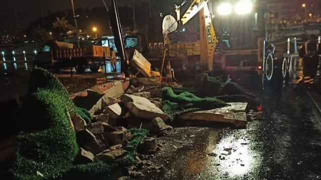 Sarıyer'de fırtına alarmı; belediye ekipleri seferber oldu