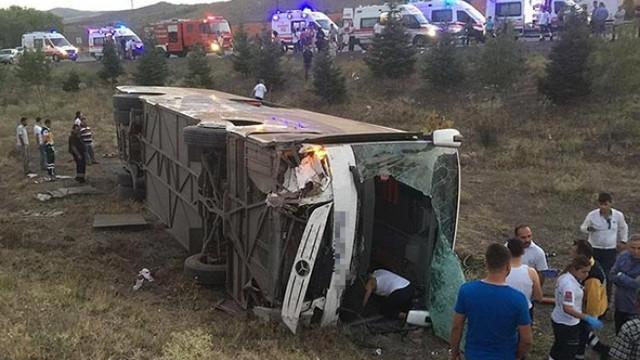 İran'da yolcu otobüsü devrildi; ölü ve yaralılar var