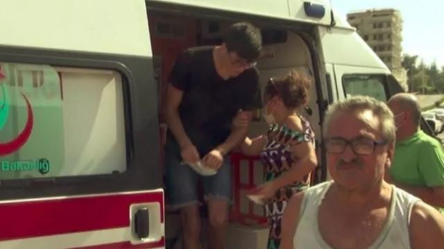 Yaralı oğlunu ambulansta görünce apar topar indirdi