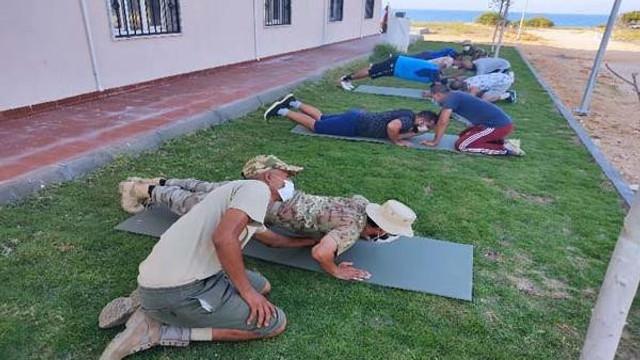 Türk askerinden Libyalı askerlere eğitim