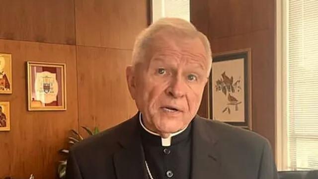 Rahibin 2 kadınla cinsel ilişkiye girdiği kilise sunağını yaktılar