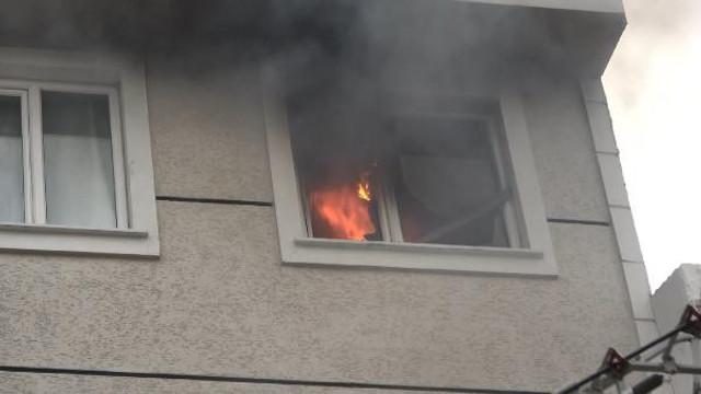 İstanbul'da 5 katlı apartmanda korkutan yangın